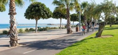 Cycle along Cambrils' bike lanes