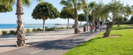 Anar en bicicleta pels carrils bici